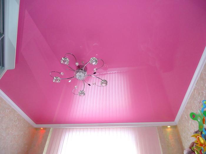 Розовый потолок фото